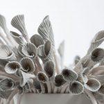 Métaphores mortes III [détail], porcelaine, terre sigillée, 28 x 58 x 58 cm (photo: Étienne Dionne)