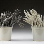 Dactyles – Corvus, porcelaine, glaçure, dimensions variables (photo: Kohler Co., photographe: Rich Maciejewski)