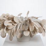 Métaphores mortes V, porcelaine, terre sigillée, 30 x 51 x 46 cm (photo: Étienne Dionne)